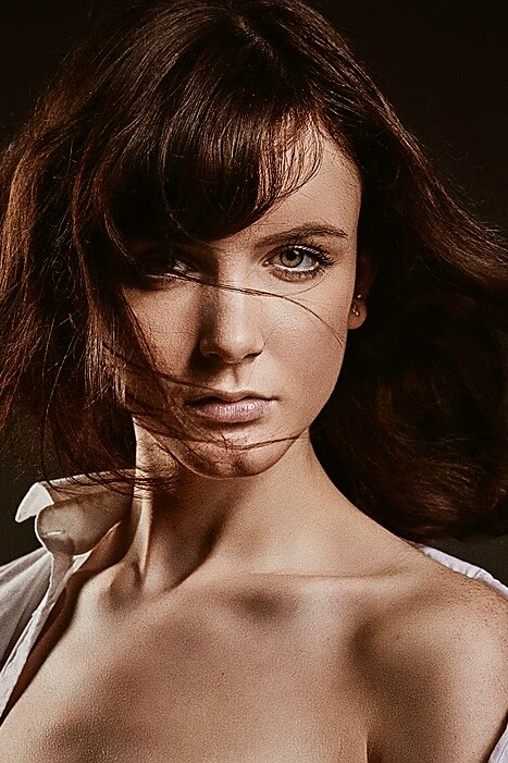 Model Hannah-Rebecca aus Köln Haarfarbe: braun (dunkel)