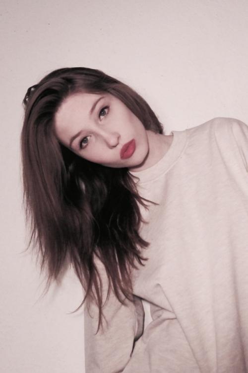 Model Isabelle aus Berlin Haarfarbe: braun (mittel)