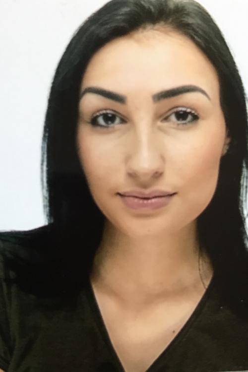 Model Ulrike aus Berlin Haarfarbe: schwarz