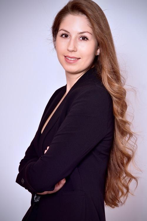 Model Ann-Kathrin aus München  Haarfarbe: braun (mittel)
