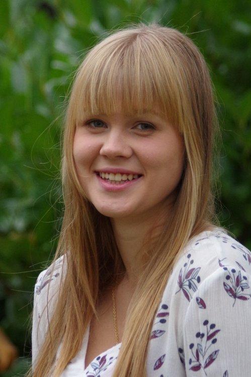 Model Leonie aus Barsinghausen  Haarfarbe: blond (mittel)
