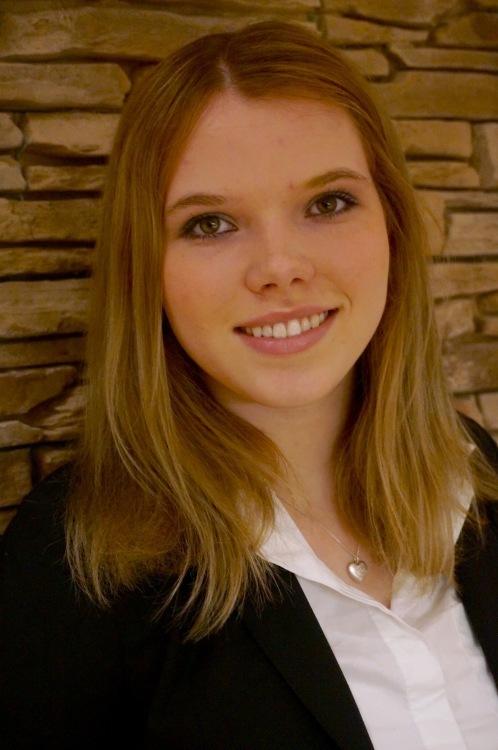 Model Alexa aus Neubiberg Haarfarbe: blond (mittel)