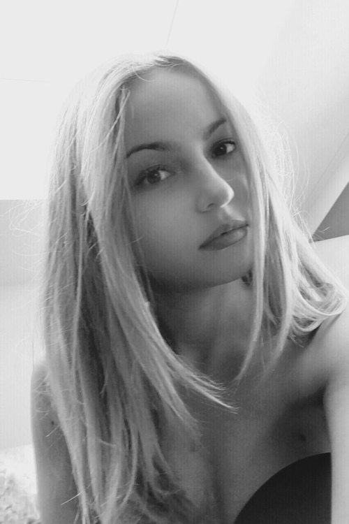 Model Alisa aus Grevenbroich  Haarfarbe: blond (hell)