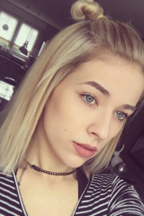 Model Franziska  aus Duisburg  Haarfarbe: blond (hell)