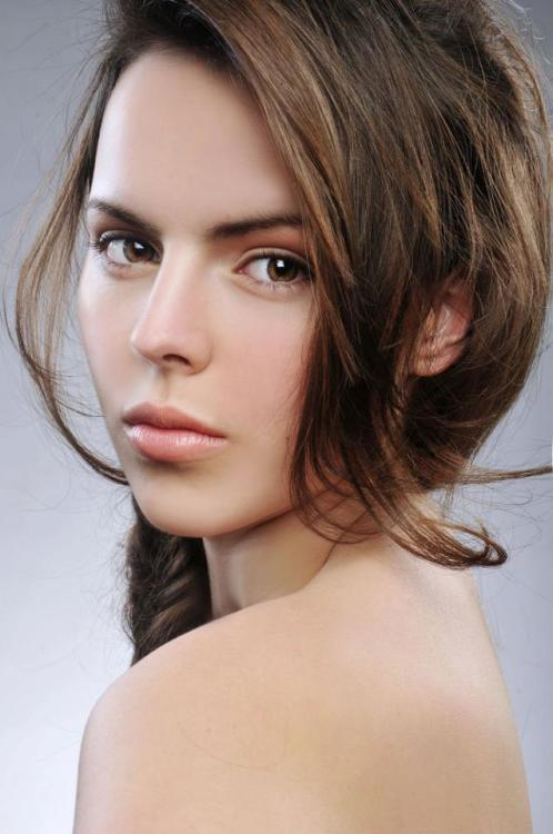 Model Mara aus Mühlheim am Main Haarfarbe: braun (mittel)