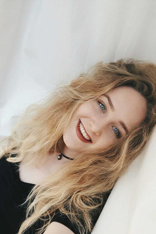 Model Melina Magdalena aus Wennigsen/ Hannover Haarfarbe: blond (hell)