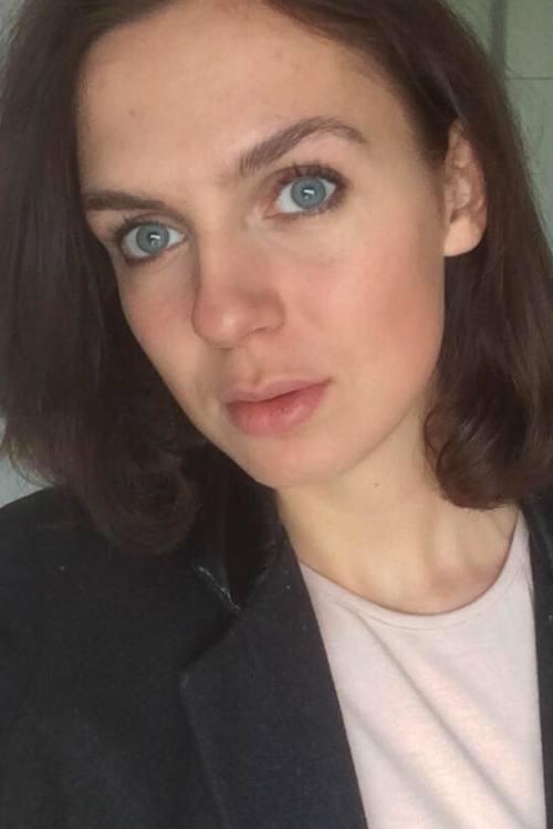 Anastasia aus Darmstadt Haarfarbe: braun (mittel), Augenfarbe: blau, Größe: 178