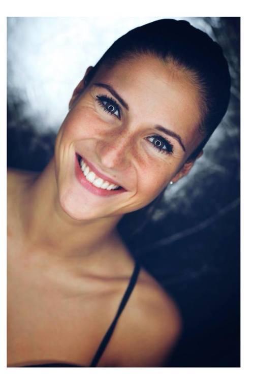 Model Tamara aus langen Haarfarbe: braun (dunkel)