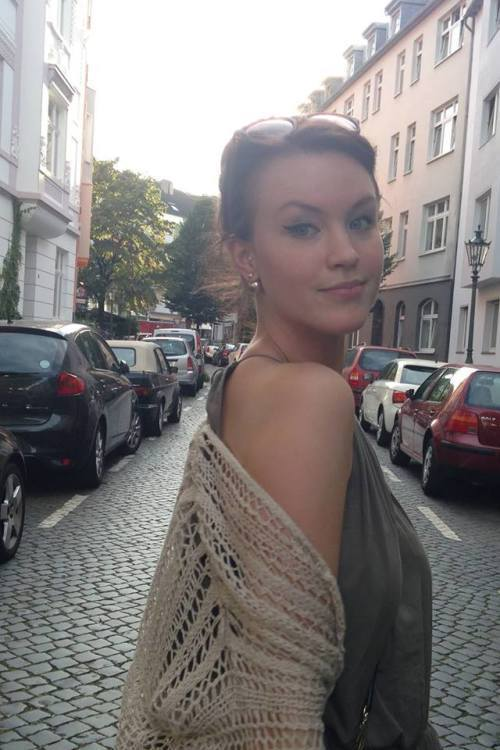 Model Anika aus Krefeld Haarfarbe: braun (mittel)
