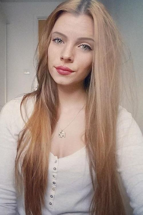 Model Maike aus Paderborn  Haarfarbe: braun (hell)
