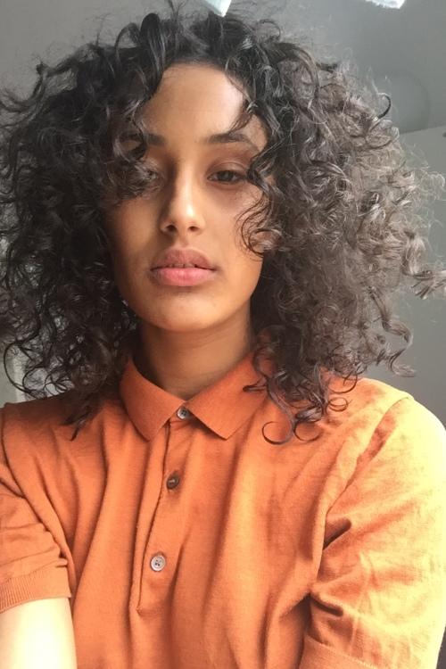Hannah aus Stuttgart Haarfarbe: braun (dunkel), Augenfarbe: braun, Größe: 166, Deutsch: 0, Englisch: , Französisch: , Spanisch: