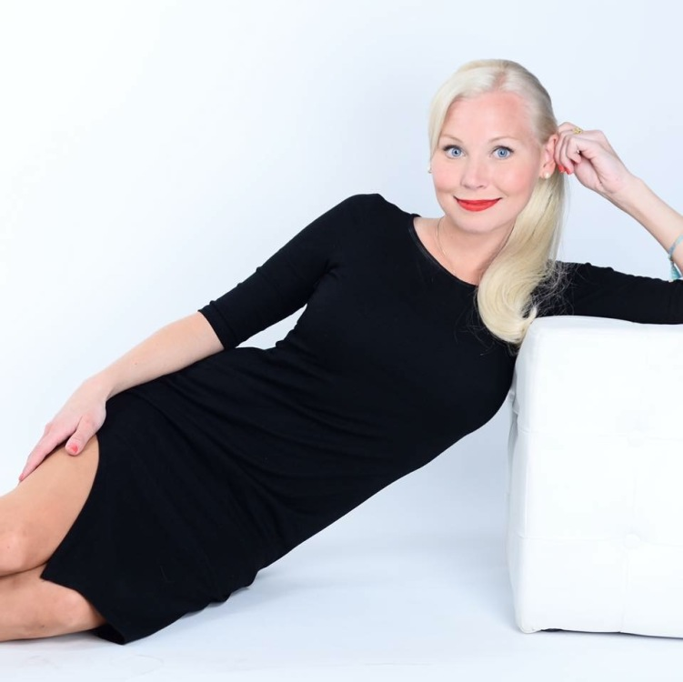 Hostess Theresa aus Berlin, Konfektion 34, Studium BTK
