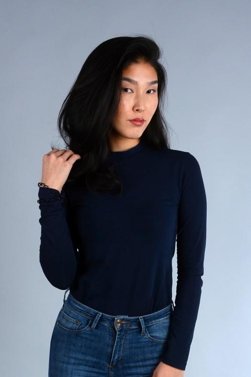 Model Yesulen aus Berlin Haarfarbe: schwarz