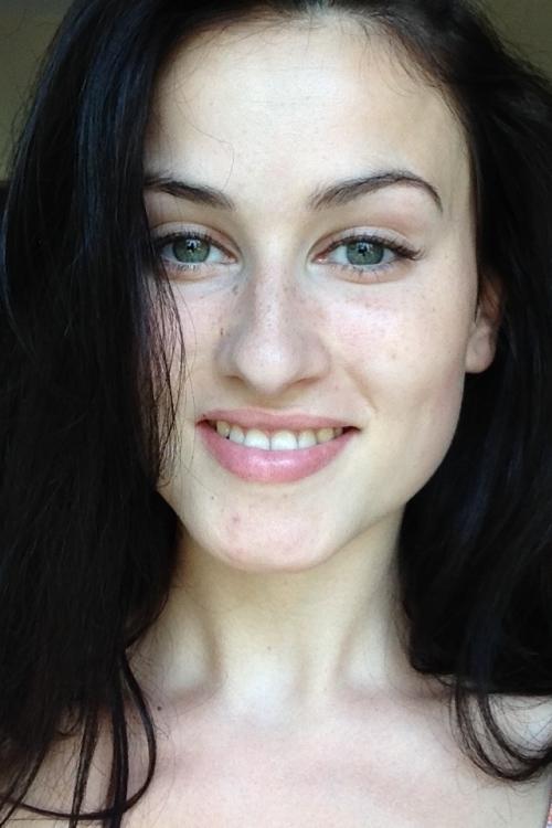 Model Laura aus Dortmund Haarfarbe: braun (dunkel)