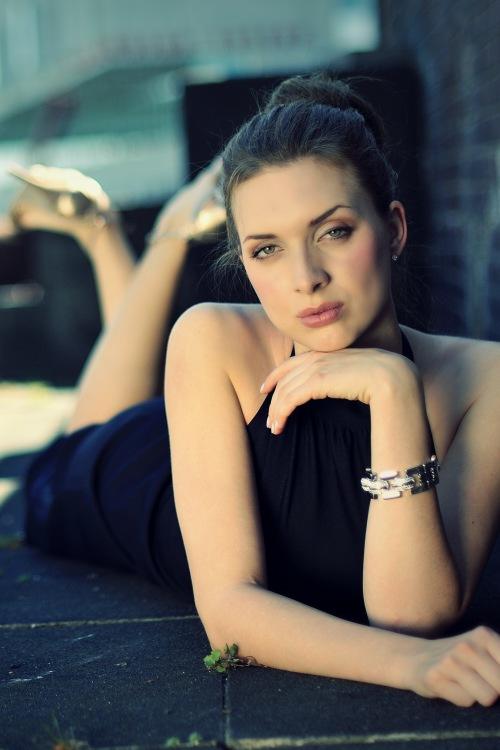 Model Janna aus Köln Haarfarbe: braun (mittel)