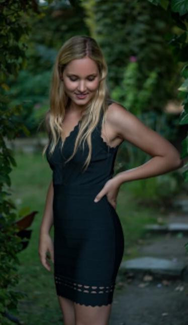 Leonie aus Frankfurt Haarfarbe: blond (mittel), Augenfarbe: braun-grün, Größe: 170, Deutsch: 0, Englisch: , Französisch: , Spanisch: