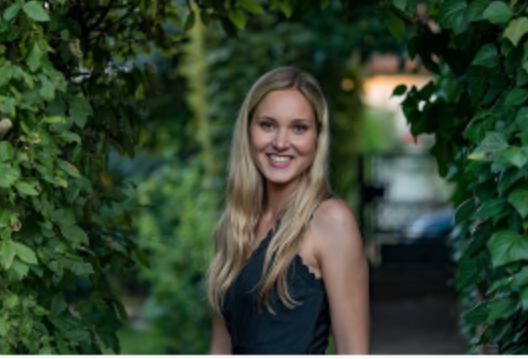 Hostess Leonie aus Frankfurt, Konfektion 36, Studium Physiotherapie