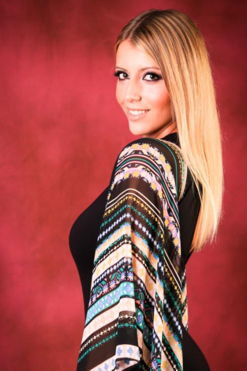 Anna aus Mannheim Haarfarbe: blond (dunkel), Augenfarbe: braun-grün, Größe: 171, Deutsch: 0, Englisch: , Französisch: , Spanisch: