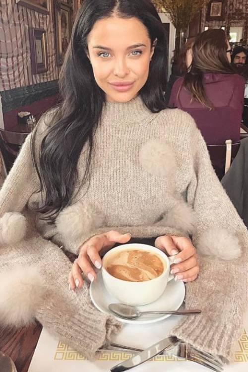 Fernanda aus Stuttgart Haarfarbe: braun (mittel), Augenfarbe: braun, Größe: 160, Deutsch: 0, Englisch: , Französisch: , Spanisch: