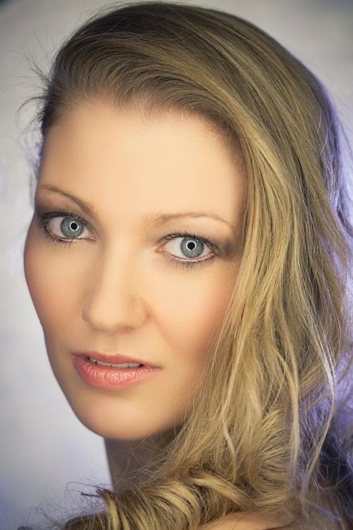 Model Maike aus Frankfurt am Main  Haarfarbe: blond (mittel)