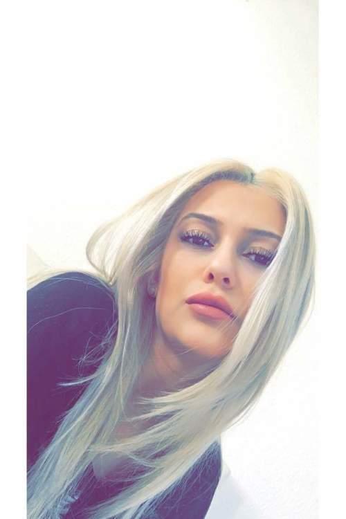 Model Dilan aus Köln Haarfarbe: blond (mittel)