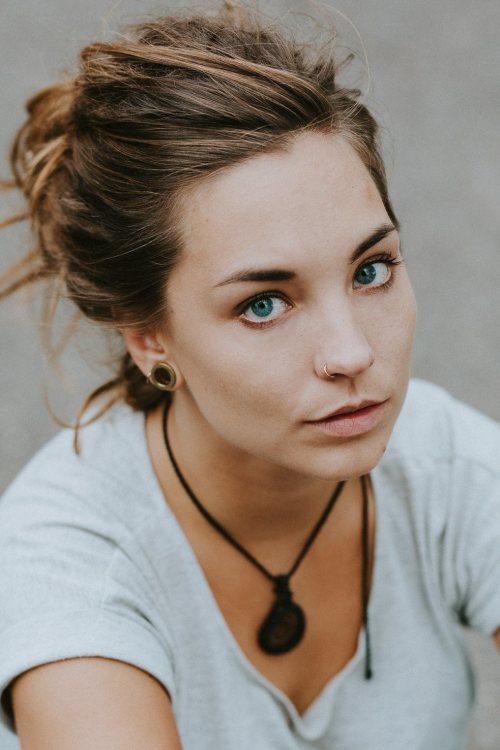 Kristina aus Düsseldorf Haarfarbe: braun (mittel), Augenfarbe: blau, Größe: 163, Deutsch: 0, Englisch: , Französisch: , Spanisch: