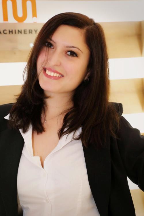Model Suzanna aus Mainz  Haarfarbe: braun (dunkel)