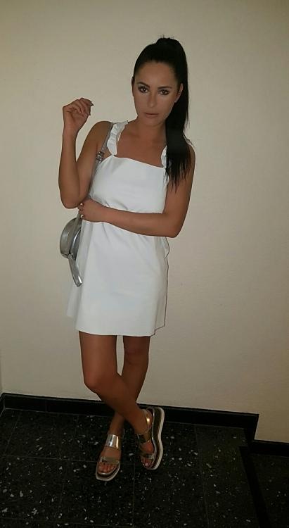 Model Lisa aus Köln Haarfarbe: braun (dunkel)