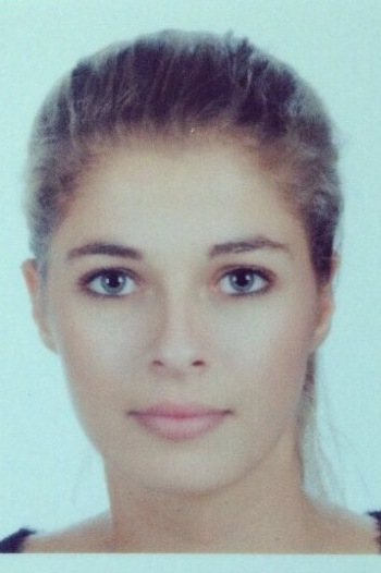 Model Carlotta aus Hamburg Haarfarbe: braun (hell)