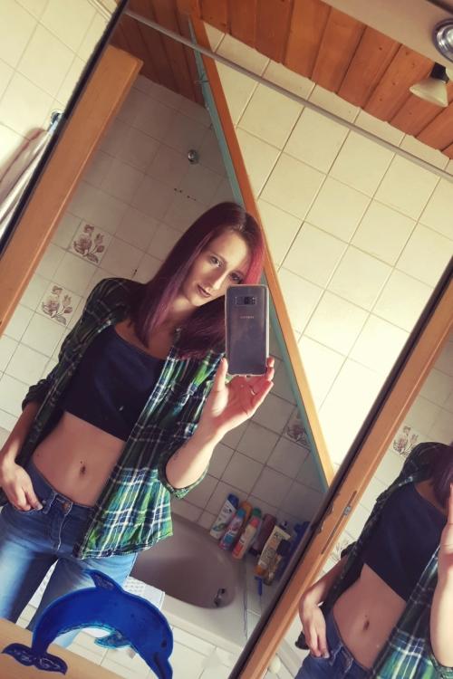 Model Laura aus Höhr-Grenzhausen  Haarfarbe: rot (braun)