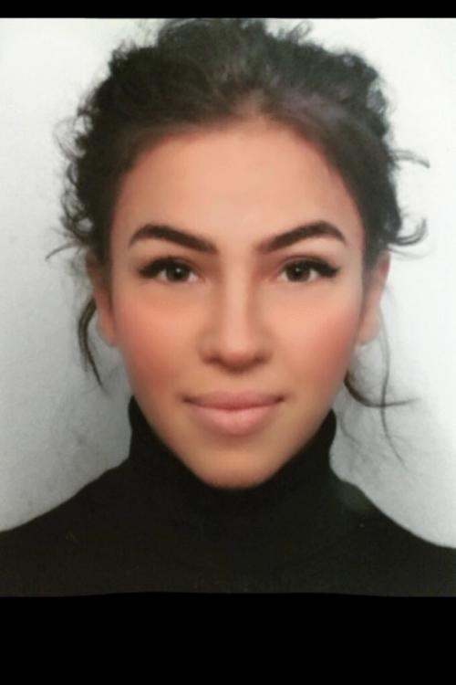 Model Elif aus Krefeld Haarfarbe: braun (hell)