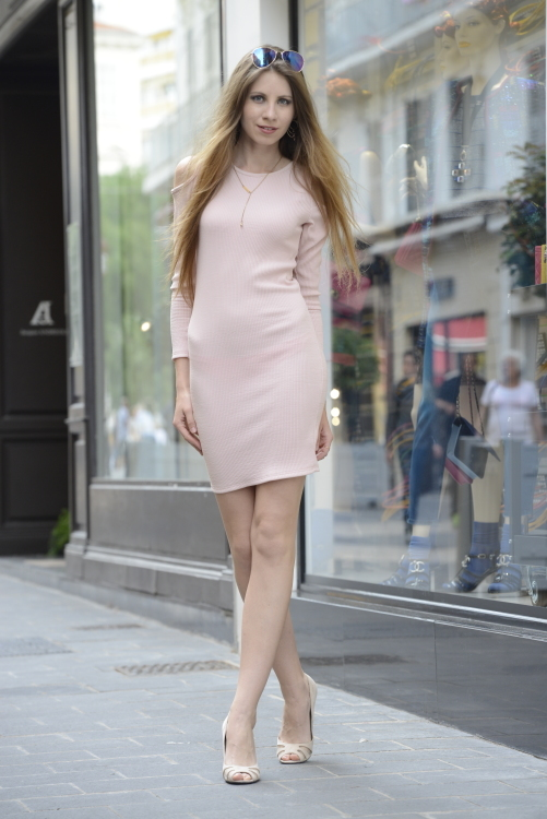 Iulia aus Moldova Haarfarbe: blond (dunkel), Augenfarbe: blau-grau, Größe: 176