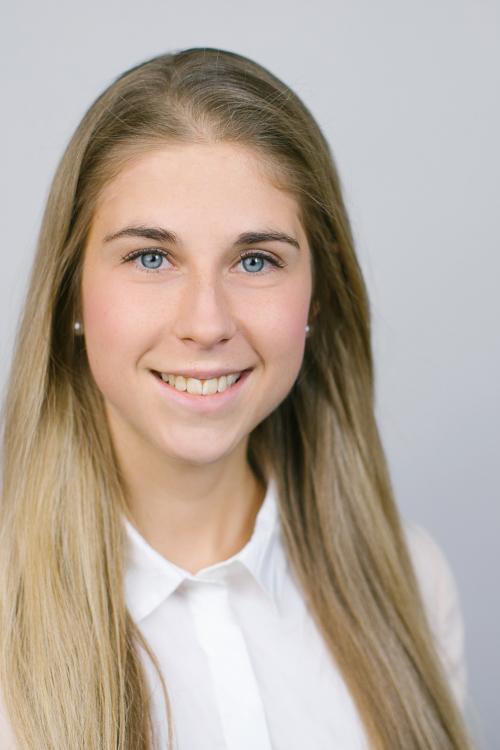 Model Karin aus München Haarfarbe: blond (mittel)
