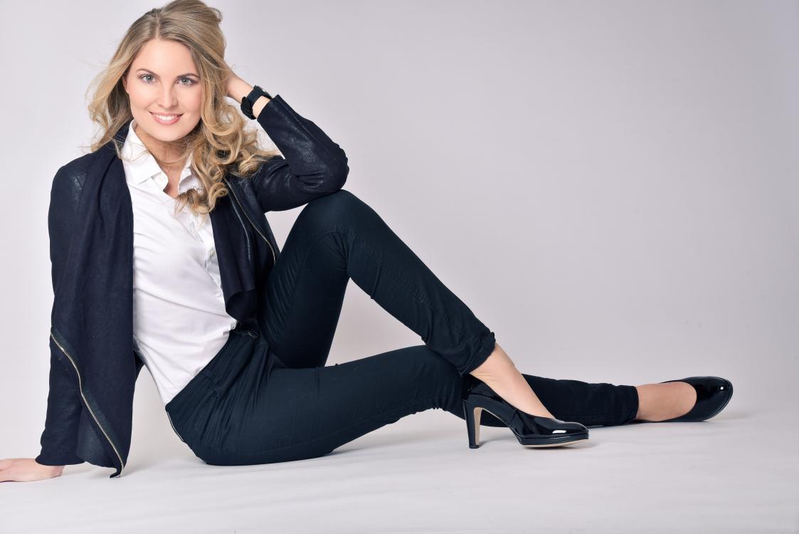 Hostess Katharina aus München, Nationalität Deutsch, Haarfarbe blond (mittel)