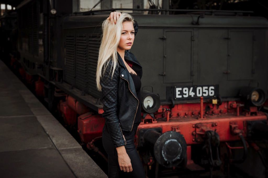 Hostess Franziska aus Leipzig , Nationalität deutsch , Haarfarbe blond (hell)