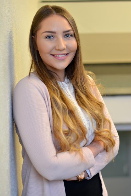 Hostess Lisa  aus Baden-Baden, Nationalität Deutsch, Haarfarbe braun (hell)