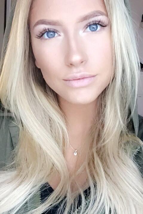 Katharina aus Hamburg Haarfarbe: blond (hell), Augenfarbe: blau, Größe: 163, Deutsch: 0, Englisch: , Französisch: , Spanisch: