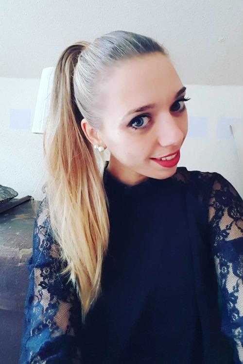 Ines  aus Münster Haarfarbe: blond (mittel), Augenfarbe: blau, Größe: 170, Deutsch: 0, Englisch: , Französisch: , Spanisch: