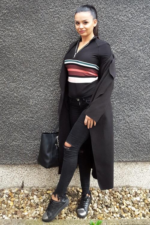 Model xhoi aus Dortmund Haarfarbe: schwarz