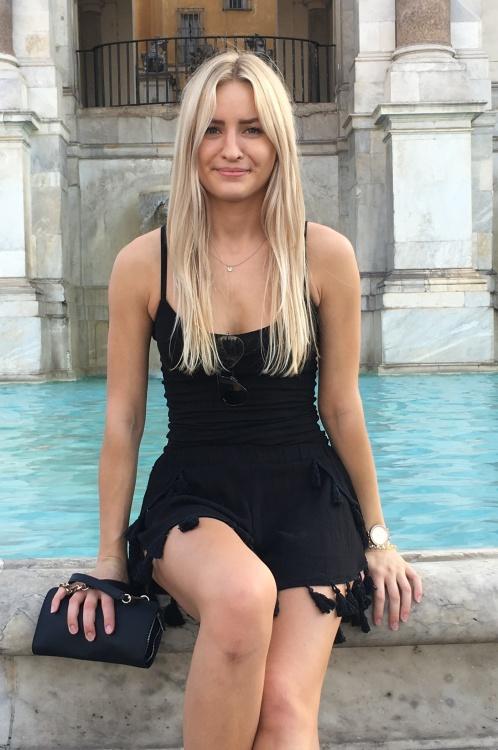 Hostess Eva aus Düsseldorf, Konfektion 36, Studium BWL M.Sc.