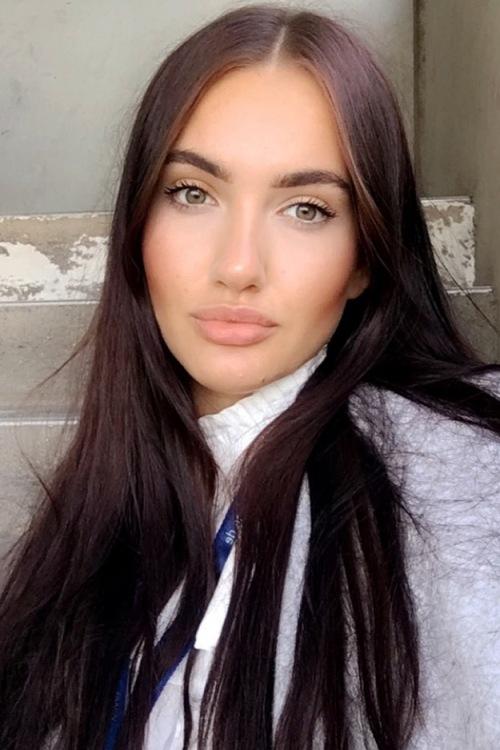 Model Tatjana aus Sankt Augustin Haarfarbe: braun (dunkel)