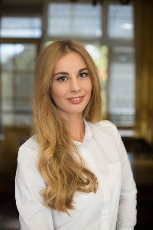 Model Oksana aus Berlin Haarfarbe: blond (mittel)