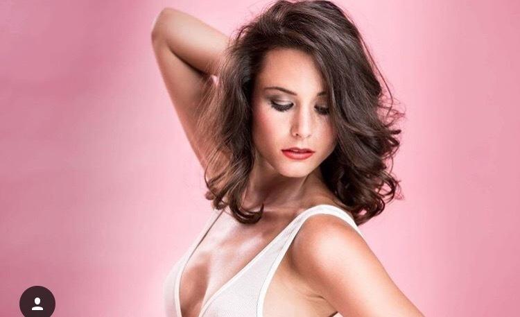 Giuliana  aus Köln Haarfarbe: braun (dunkel), Augenfarbe: braun-grün, Größe: 172