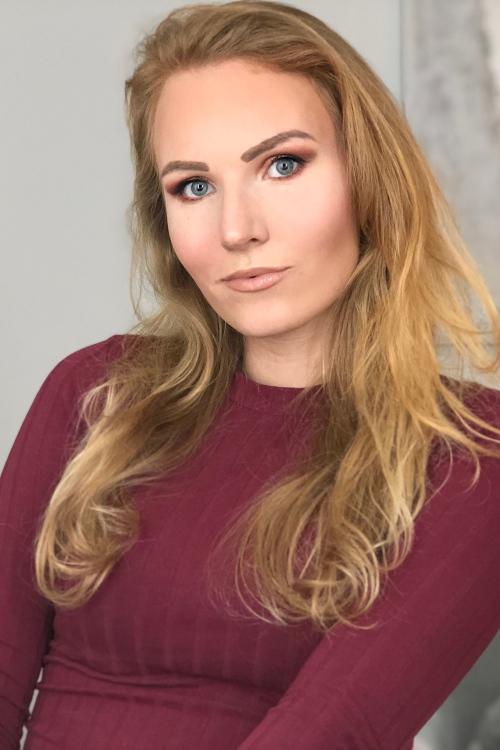 Leonie  aus Düsseldorf Haarfarbe: blond (mittel), Augenfarbe: blau, Größe: 170, Deutsch: 0, Englisch: , Französisch: , Spanisch: