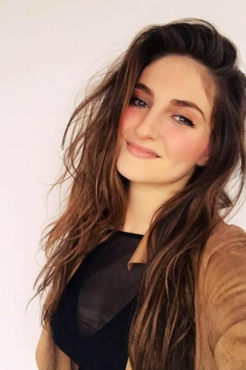 Evelin aus Hamburg Haarfarbe: braun (mittel), Augenfarbe: braun-grün, Größe: 168, Deutsch: 0, Englisch: , Französisch: , Spanisch: