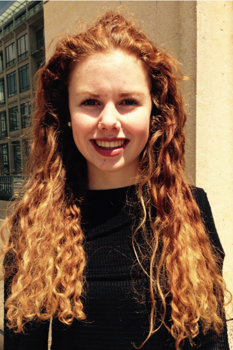 Model Juliane aus Berlin Haarfarbe: rot (braun)