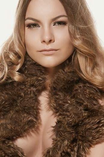 Lara aus Köln  Haarfarbe: blond (mittel), Augenfarbe: braun-grün, Größe: 159, Deutsch: 0, Englisch: , Französisch: , Spanisch: