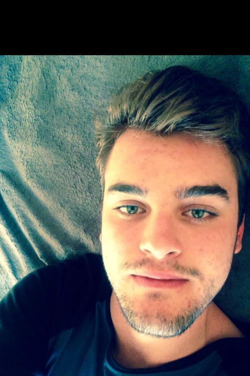 Shawn aus Braunschweig Haarfarbe: braun (hell), Augenfarbe: blau-grün, Größe: 195, Deutsch: 0, Englisch: , Französisch: , Spanisch: