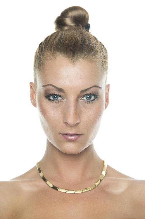 Model Vera aus Köln Haarfarbe: blond (dunkel)