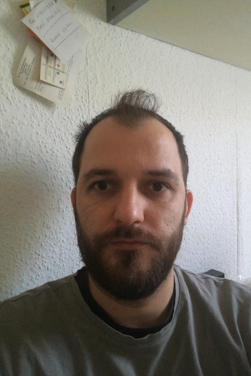 Mihael aus Karlsruhe Haarfarbe: braun (mittel), Augenfarbe: braun, Größe: 193, Deutsch: 0, Englisch: , Französisch: , Spanisch:
